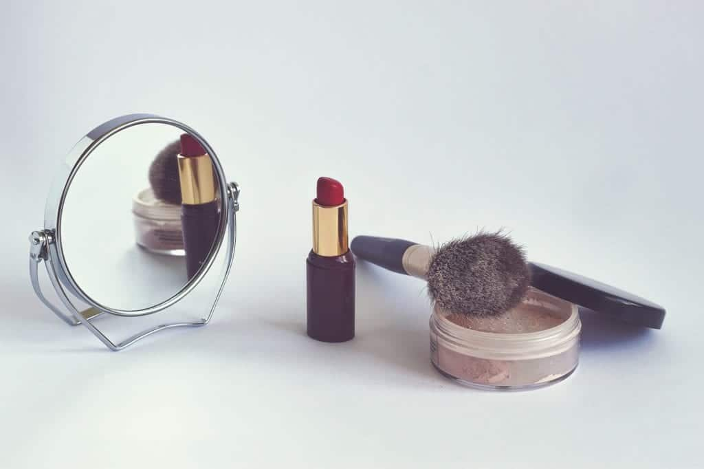How To Choose The Best Makeup Mirror?
