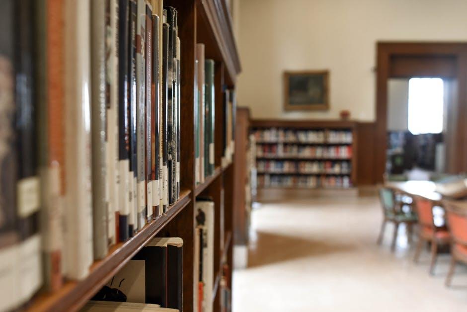A room with a book shelf